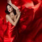 Какой цвет помады подходит под красное платье?