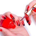 Фото дизайна ногтей в красно-черном цвете