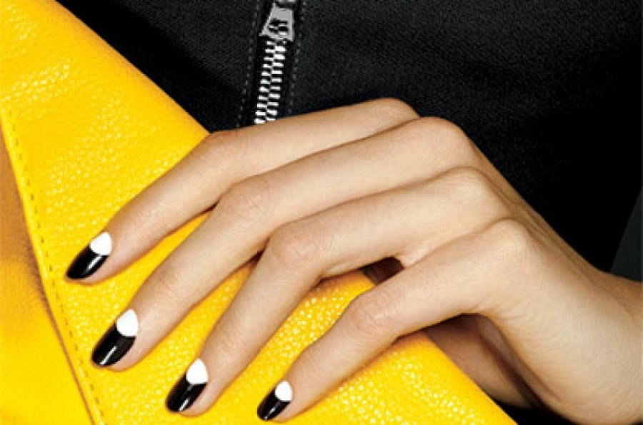 Черно-белый френч в дизайне ногтей
