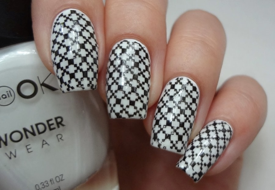 Дизайн ногтей в черно-белом стиле