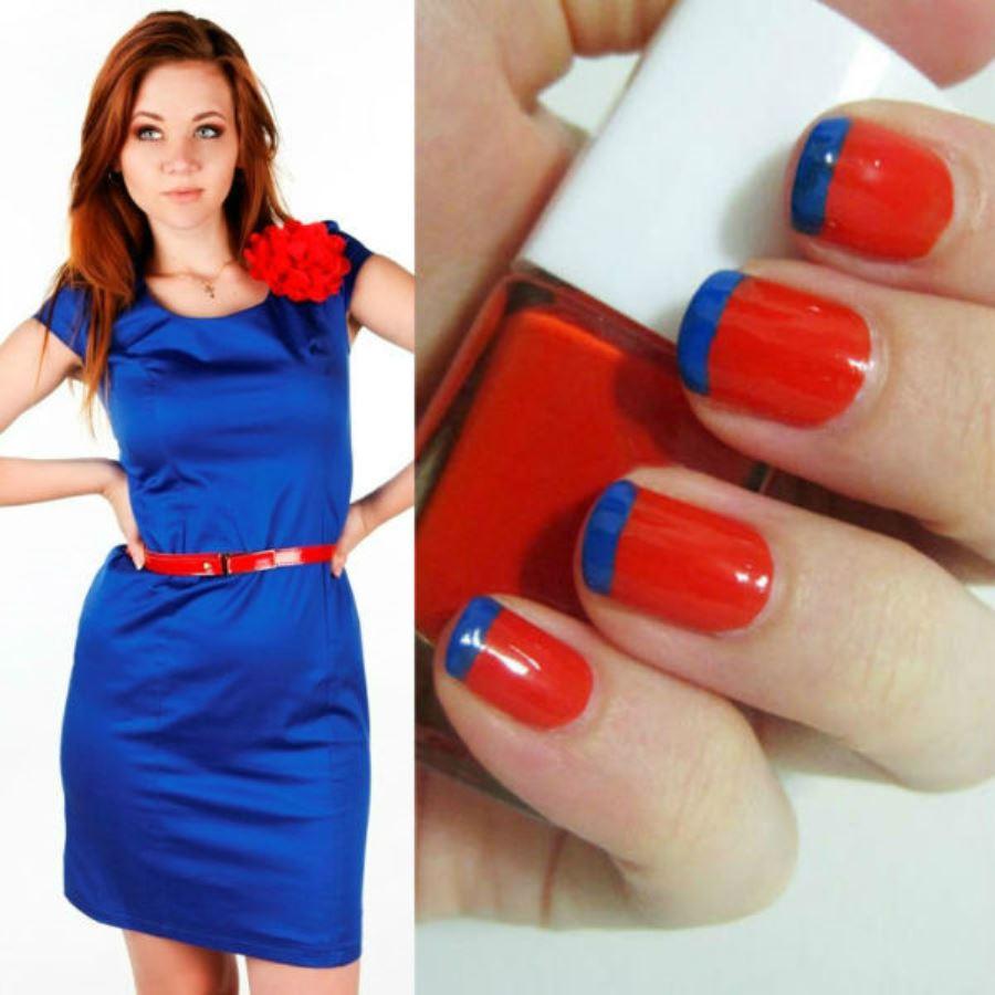 Синее платье и ногти маникюр