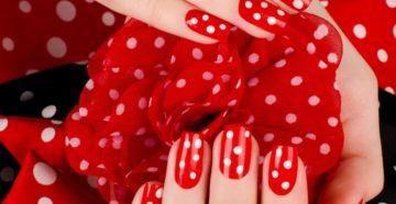 Красный с белым цвет маникюра