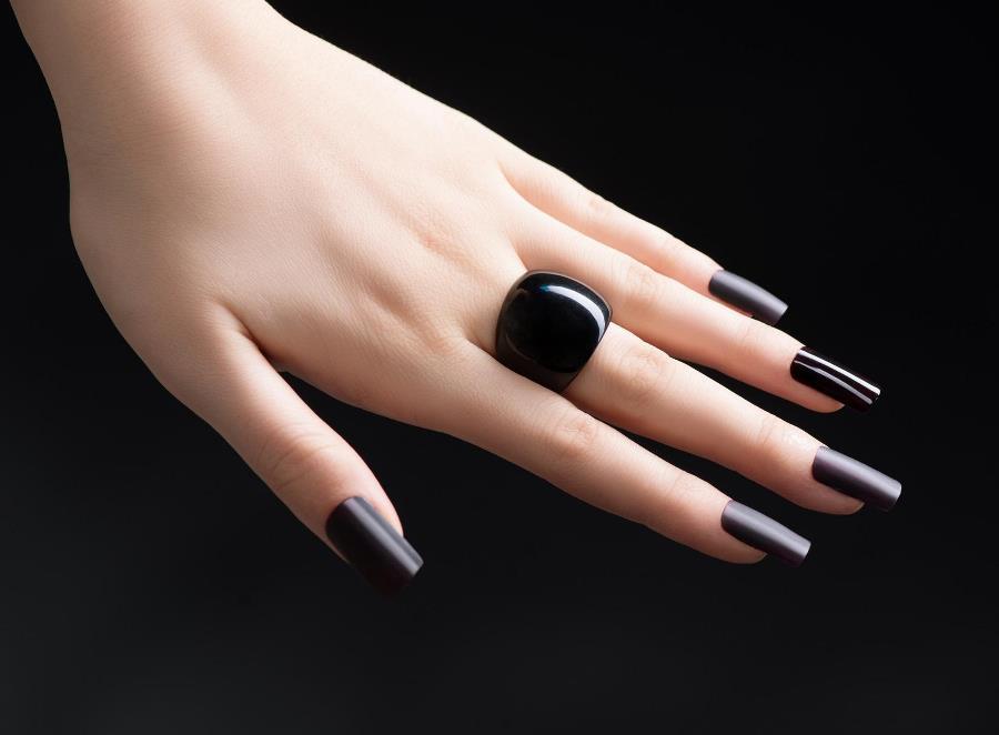 Фото маникюра под черное платье