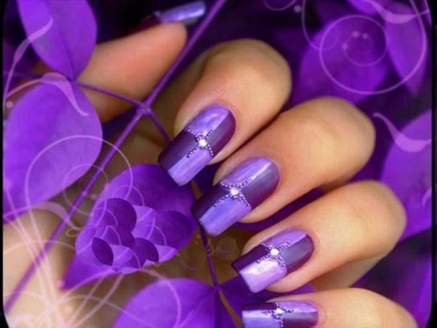 Маникюр под фиолетовое платье