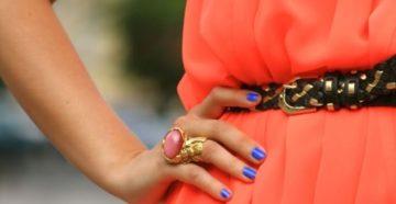 Маникюр под коралловое платье