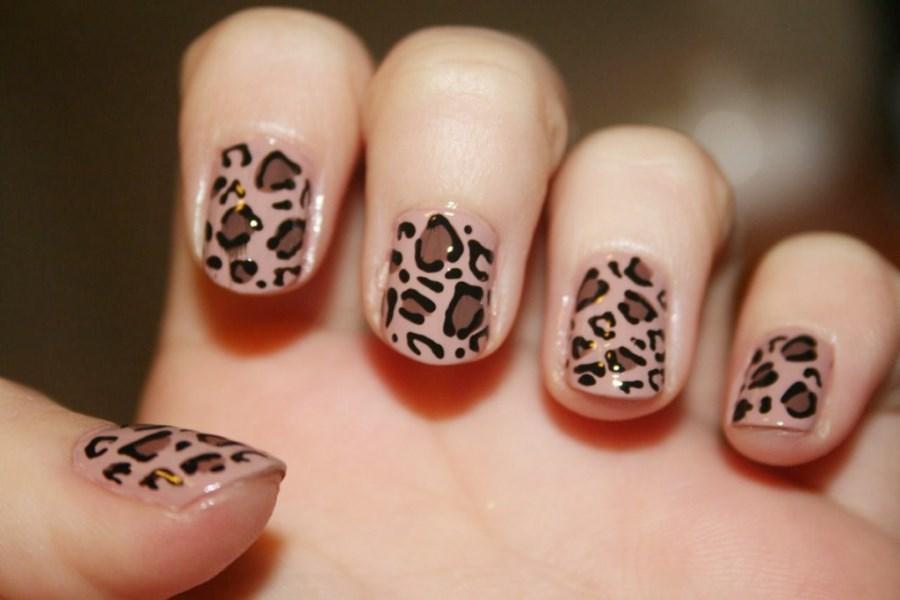 Маникюр под леопардовое платье