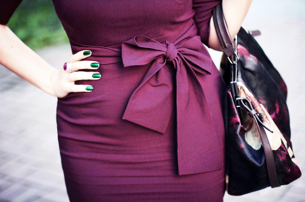 Маникюр под платье цвета марсала