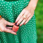 Какой маникюр подойдет под зеленое платье: фото