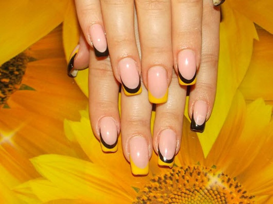 Ногти к жёлтому платью