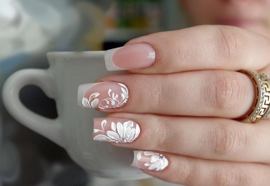 Белые кружева на ногтях