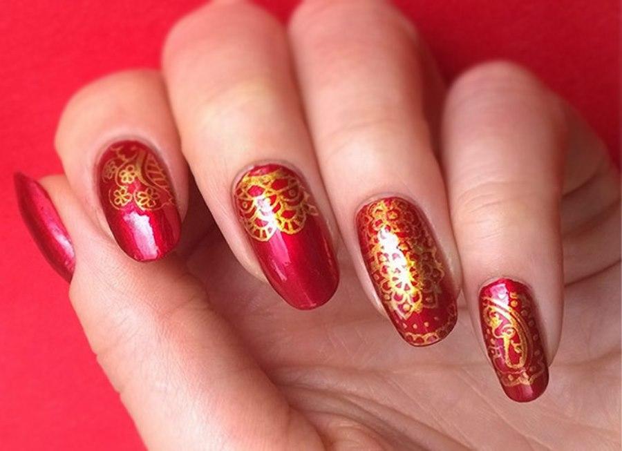 Узоры для ногтей из золотого лака