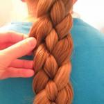 Как заплести косу из 4 прядей обычную и с лентой