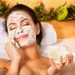 Интересные рецепты и применение очищающих масок для лица в домашних условиях