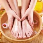 Смягчающие, тонизирующие и расслабляющие ванночки для ног в домашних условиях
