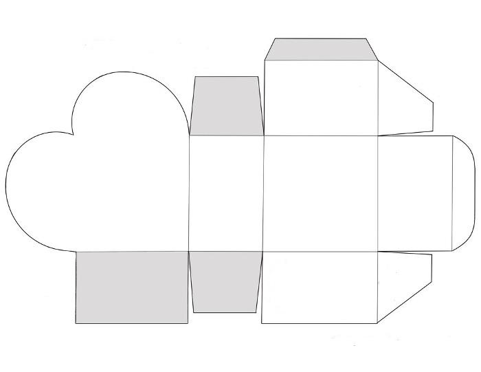 Квадратная коробка с сердцем на боку
