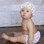 Особенности развития девочек: во сколько месяцев можно сажать девочек и ставить их в ходунки