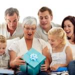Дарим бабушке на день рождения подарки, сделанные своими руками