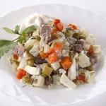 """Классический рецепт салата """"Столичный"""" с добавлением курицы, говядины или другого мяса"""