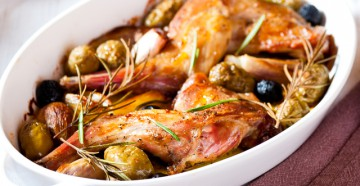 представляем вам несколько изумительных рецептов приготовления кролика в духовке