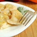 Тесто для вареников с картошкой: рецепты для тех, кто постится, и тех, кто нет