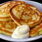 Пышные оладьи на кислом молоке: список ингредиентов и рецепт приготовления