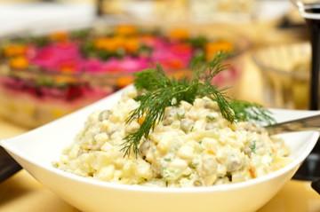 отличный рецепт салата зимний с колбасой русский ответ французскому аналогу