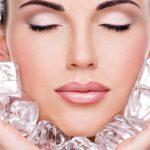 Польза процедуры протирания лица льдом