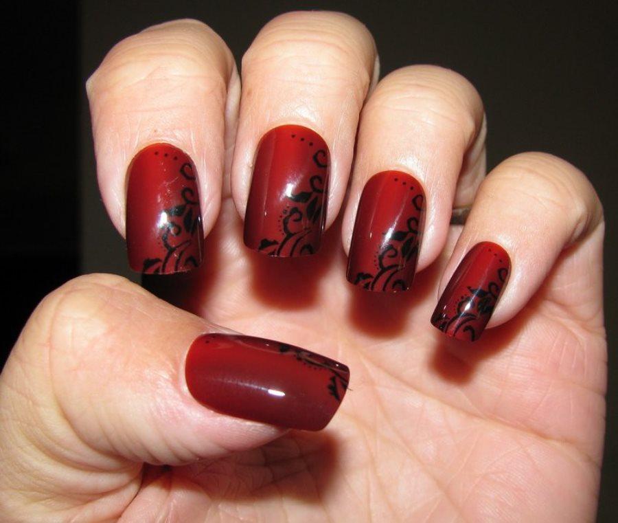 Фото черно-красного дизайна ногтей