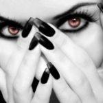 Фото дизайна черных ногтей