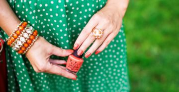 Маникюр под зеленое платье
