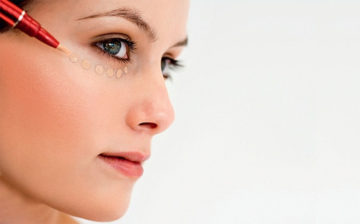 Как наносить консилер под глаза